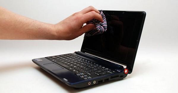 Lau màn hình máy tính bằng giẻ mềm